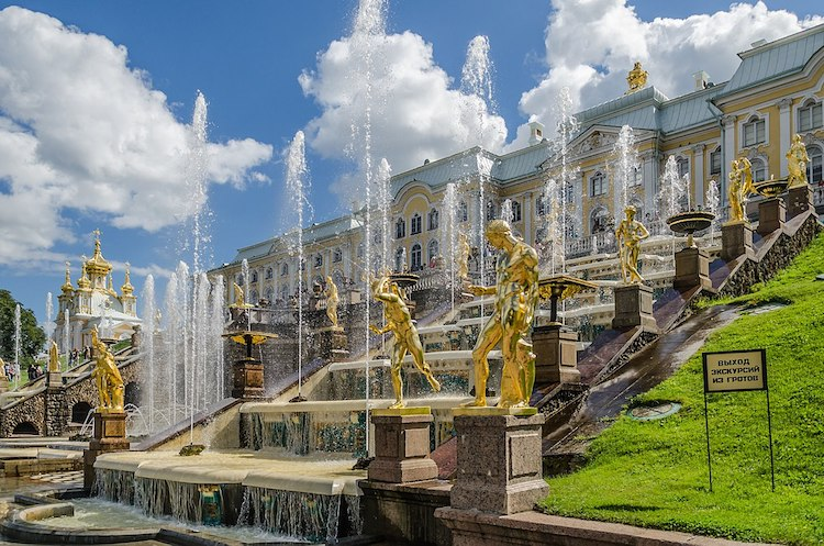 Photo: Grand Cascade of Peterhof. CC BY-SA 4.0