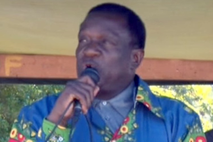 Photo: Emmerson Mnangagwa speaking in Headlands on Didymus Mtasa as Vice President of Zimbabwe in 2015. CC BY 3.0