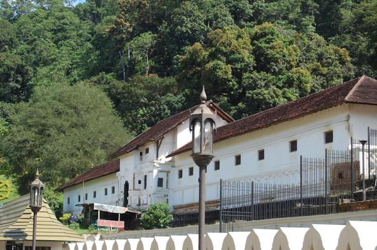 Photo: The Royal Palace of Kandy. Wikimedia Commons.