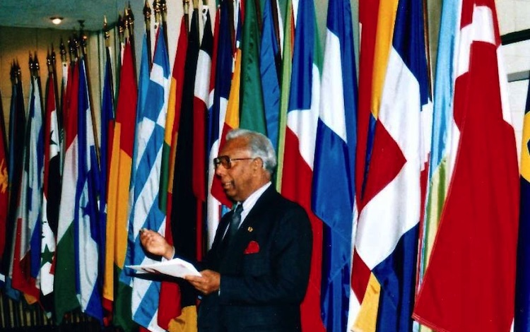 Photo: Somar Wijayadasa speaking on World AIDS Day at the UN – 1998.