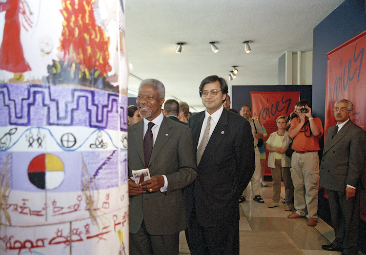 Photo: Kofi Annan views one of the displays at the exhibit on the Permanent Forum for Indigenous Issues. To his right is Shashi Tharoor, Under-Secretary-General for the Department of Public Information. 24 May 2002. United Nations, New York. UN Photo/Mark Garten.