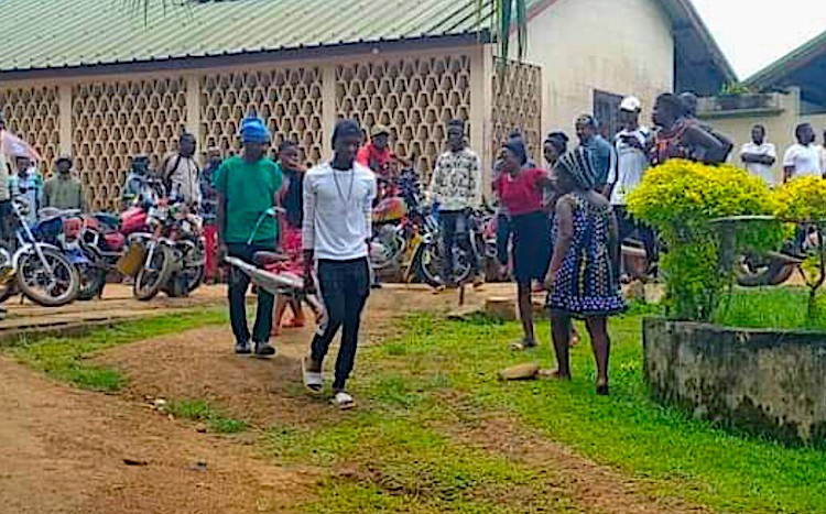Photo: An attack on the Mother Francisca International Bilingual Academy in the city of Kumba, in the country's Southwest Region, by armed terrorists taking the lives of six children and leaving over a dozen seriously injured. Source: Netzfrauen.
