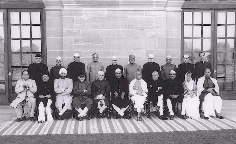 Nehru with President Rajendra Prasad, Sardar Patel, Shyama Prasad Mukherjee and other members of the Union cabinet. Source: Wikimedia Commons.