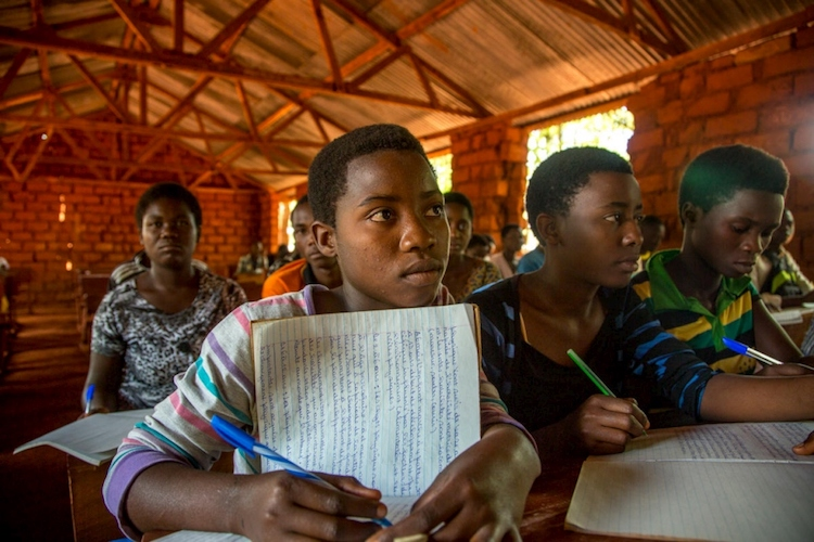 Photo: Burundian student Mmane Alini, 17, takes notes in class at Hope Secondary School in Nduta refugee camp, Tanzania.  © UNHCR/Georgina Goodwin